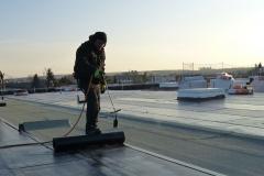 Bitumenschweißarbeiten auf dem Industriedach
